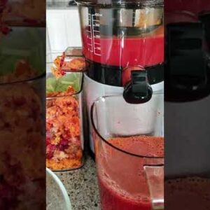 The Difference Between Juicing and Blending